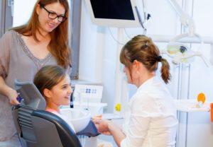 dentist discussing children's oral health